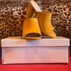 Steve Madden  Speculate Yellow